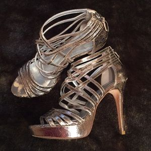 PourLaVictoire Gold platform shoes size 7.5
